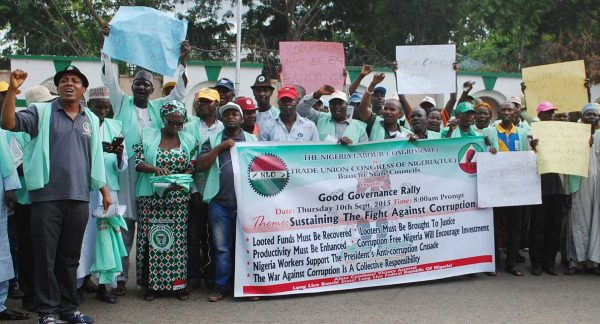 PIC.17.NIGERIA LABOUR CONGRESS RALLY IN SUPPORT OF PRESIDENT MUHAMADU  BUHARI'S  FIGHT AGAINST CORRUPTION IN GOVERNMENT AT GOVERMENT HOUSE IN  BAUCHI ON THURSDAY (10/9/2015). 6542/10/9/2015/DJ/CH/NAN
